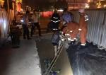 女子骑车坠入三米深坑    洛阳消防紧急救援 - 消防网