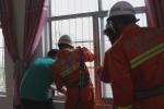 女童悬挂五楼窗外    开封消防破门救援 - 消防网