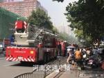 郑州文化路优胜北路一旅社起火 11辆消防车紧急救援 - 河南一百度