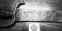郑州七旬老人30多年里专注收藏抗战实物 花了近百万元 - 河南一百度