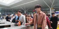 旅客请注意!由于返程客流激增请在列车发车前1至2小时到站安检候车 - 河南一百度