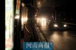 """郑州陇海高架路灯又""""失明"""",施工方:在协调解决,一两天就会亮 - 河南一百度"""