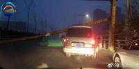 突发!郑州西三环限高架被撞断,后方堵车超过6公里 - 河南一百度