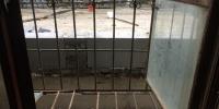 窗外建公厕,挨着家里厨房!郑州一小区居民心里堵 - 河南一百度