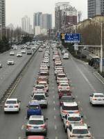 进城车辆排成长队!河南高速交警发布返程预警 - 河南一百度