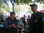 郑州一女子摔了一跤把手机摔丢了,接下来的一幕很感人! - 河南一百度