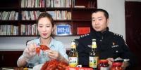 """郑州交警实测:吃15只冰醉小龙虾,美女主播达到""""酒驾""""值 - 河南一百度"""