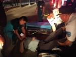 男子突然从车上摔下昏迷不醒 热心人出手相救 - 河南一百度