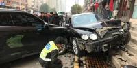 郑州街头宾利撞向路边车情况严重,官方回应来了! - 河南一百度