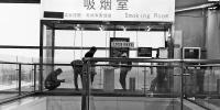 郑州东站设吸烟室,被律师起诉了 - 河南一百度