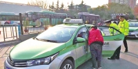 """坐出租车后排,想要安全没有""""带""""追踪:安全带不可用可罚出租车司机150元 - 河南一百度"""