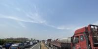 """提醒!连霍高速上街段大货车排成数公里长""""车龙"""" - 河南一百度"""
