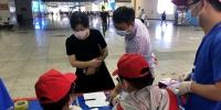郑州大学迎来第三批学生顺利返校(图) - 郑州大学
